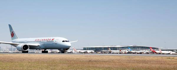 Air Canada landing at Brisbane Airport
