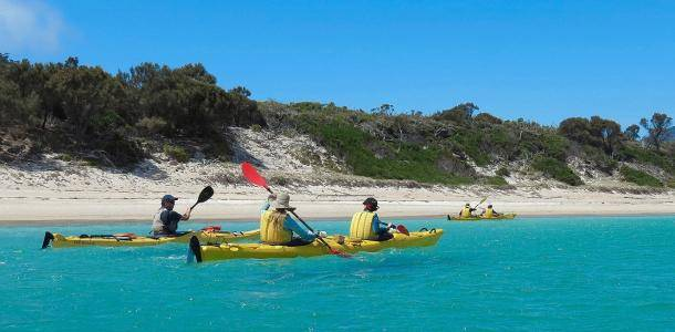 Paddling from beach to beach in Coles Bay, Tasmania | Explore Tasmania's Coles Bay by kayak